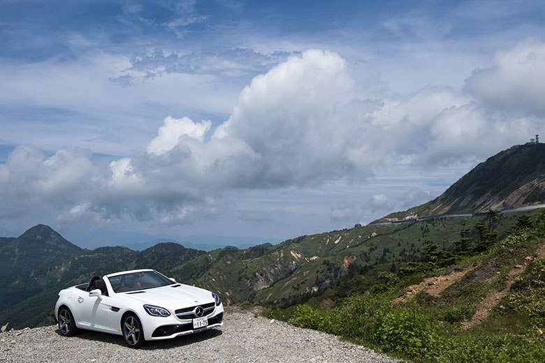 メルセデス・ベンツはスポーティなモデルにも力を入れているが、コンパクトFRのSLCは最も小気味いい操縦性を持つ。日本で2011年から2014年までオープンカー販売台数No.1。