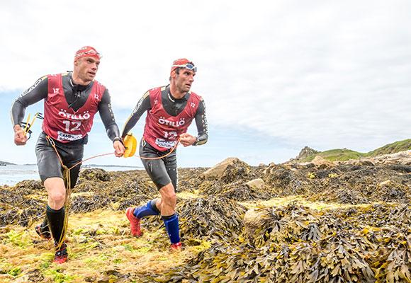行く手を阻む海藻。手足に絡みつき、体力とスピードを奪われていく。