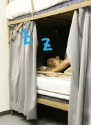 睡眠中に固まった背骨まわりを整える。