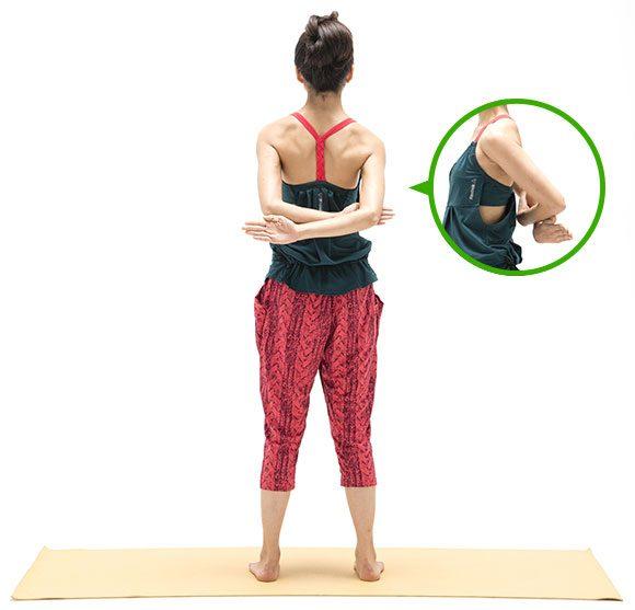肩甲骨を寄せるポーズ2
