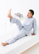 目が覚めると同時に、股関節の屈曲運動で覚醒。
