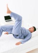 お尻の筋肉を引き締めつつ、股関節をぐーんと伸ばす。