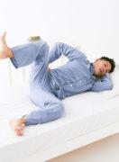 脚をパカパカ動かして股関節を外側に開く。