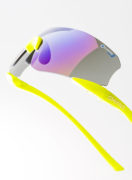この形状が新しいフィット感を生む。顔と一体化するアイウェア。山本光学《SWANS E-NOX NEURON》
