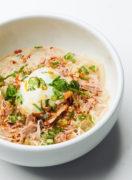 猛暑を乗り切るタンパク質たっぷり麺 ツナとキムチの坦々風サラダうどん